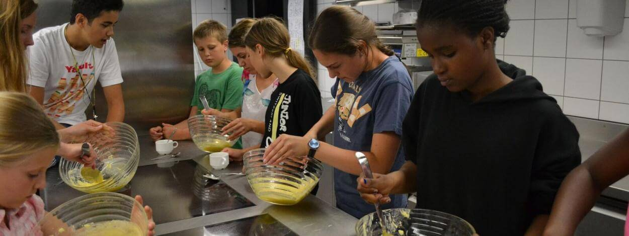 Cooking-at-the-camp-switzerland-jtc-laax