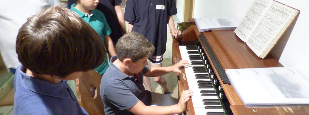 Piano-lessons-summer-school-switzerland-laax